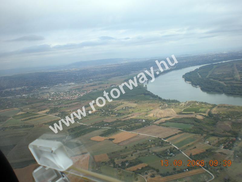 A Duna felé repülve