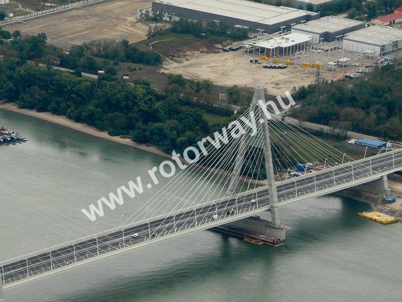 A megyeri híd közelebbről